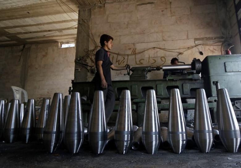 Rebel fighters make improvised mortar shells inside a weapons factory in the southern countryside of Idlib September 9, 2014. Picture taken September 9, 2014. REUTERS/Khalil Ashawi