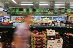 Le ministère russe de l'Economie a revu à la hausse sa projection d'inflation pour la fin de l'année, à 7,5% au lieu de 7,2% précédemment. /Photo prise le 8 août 2014/REUTERS/Maxim Shemetov