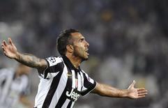 Atacante Carlos Teves, da Juventus, comemora gol marcado contra o Malmo na Liga dos Campeões em Turim. 16/09.2014. REUTERS/Giorgio Perottino