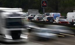 Les ventes de voitures neuves dans l'Union européenne ont augmenté de 5,6% en juillet et de 2,1% en août. /Photo d'archives/REUTERS/Kai Pfaffenbach