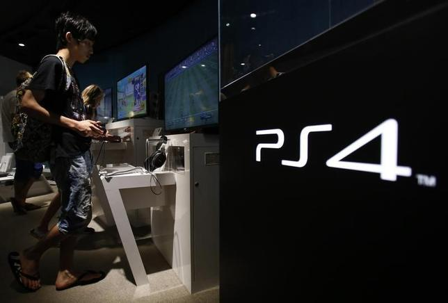 A man plays a video game on Sony Corp's PlayStation 4 console at its showroom in Tokyo July 16, 2014.  REUTERS/Yuya Shino