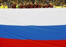 Игроки сборной России поют гимн перед матчем ЧМ-2014 против Алжира в Куритибе 26 июня 2014 года. Сборная России по футболу осталась на 23-м месте в обновленной сентябрьской версии рейтинга сильнейших сборных мира по версии ФИФА. REUTERS/Damir Sagolj