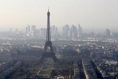 Le gouvernement français a démenti jeudi avoir été informé par l'agence de notation Moody's d'une dégradation de la note souveraine de la France. Selon L'Opinion, Moody's a informé le gouvernement qu'elle dégradait cette note d'un cran, à Aa2. /Photo prise le 10 mars 2014/REUTERS/Jacky Naegelen