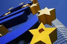 La Banque centrale européenne (BCE) a prêté jeudi 82,6 milliards d'euros à 255 banques dans le cadre de la première de ses nouvelles opérations de refinancement à quatre ans, les TLTRO, qui constituent le principal volet de son plan de soutien au crédit et de lutte contre les pressions déflationnistes.  /Photo d'archives/REUTERS/Ralph Orlowski
