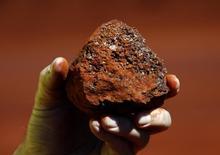 Os preços do minério de ferro no mercado à vista na China caíram nesta quinta-feira, com operadores mais seletivos em seus negócios, considerando oferta abundante e preços mais fracos. REUTERS/David Gray