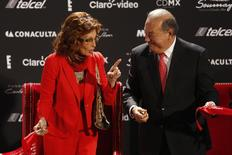 Italian actress Sophia Loren (L) jokes with Mexican tycoon Carlos Slim after cutting the ribbon for her exhibition at the Soumaya museum in Mexico City September 18, 2014. REUTERS/Tomas Bravo