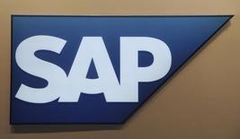 A alemã SAP acertou a aquisição da desenvolvedora norte-americana de softwares Concur por 7,3 bilhões de dólares em caixa, fortalecendo sua posição em computação em nuvem mas levando suas ações a cair quase 3 por cento por preocupações sobre o preço.  06/03/2012 REUTERS/Fabian Bimmer