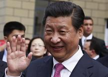 Presidente da China, Xi Jinping, acena durante visita a Caracas. 21/07/2014 REUTERS/Carlos Garcia Rawlins