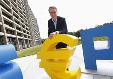Глава Бундесбанка Йенс Вайдман во Франкфурте-на-Майне 12 июля 2014 года. Экономика Германии по-прежнему сильна, сообщил в понедельник Центробанк страны, предсказывая, в целом, позитивное окончание года, несмотря на замедление. REUTERS/Ralph Orlowski