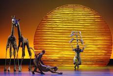 """Performance de """"O Rei Leão"""" durante o Tony Awards em Nova York, em 15 de junho de 2008.     REUTERS/Gary Hershorn"""