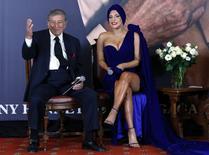 Lady Gaga e Tony Bennett em entrevista em Bruxelas.  REUTERS/Yves Herman