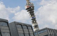 O grupo de telecomunicações italiano Telecom Italia está considerando listar seu negócio doméstico de torres de telefonia móvel no mercado acionário em 2015 em vez de vendê-las, como inicialmente planejado. 28/08/2014 REUTERS/Max Rossi
