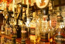 La chaîne de pubs britannique Spirit Pub a annoncé mardi avoir rejeté une offre informelle de 661 millions de livres (842 millions d'euros) de sa concurrente Greene King, en estimant qu'elle sous-estimait la valeur de l'entreprise et ses perspectives. /Photo d'archives/REUTERS/Toby Melville
