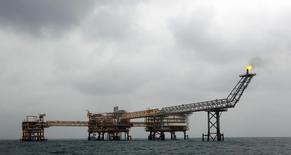 Газодобывающая платформа SPQ1 на месторождении Южный Парс в Персидском заливе 26 января 2011 года. Евросоюз негласно готовится начать импорт газа из Ирана по мере улучшения отношений с ним и ухудшения - с Россией, основным поставщиком газа в Европу. REUTERS/Caren Firouz