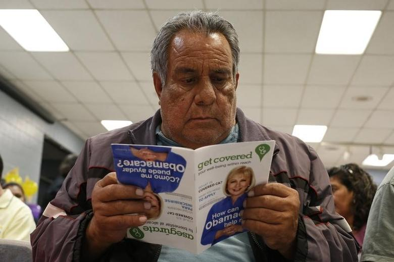 Jesus Dominguez, 63, who does not have health insurance, reads a pamphlet at a health insurance enrollment event in Cudahy, California March 27, 2014.  REUTERS/Lucy Nicholson
