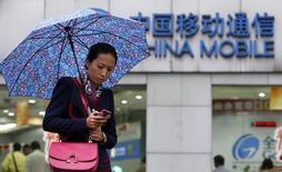 Gemalto a enregistré jeudi une forte progression à la Bourse de Paris après l'annonce d'un contrat avec China Mobile pour déployer son système de paiement sans contact (NFC) dans les transports publics à Pékin. /Photo d'archives/REUTERS/Aly Song