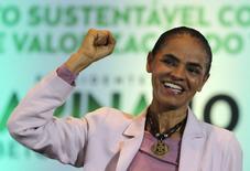 La candidata del partido socialista de Brasil, Marina Silva, habla durante su campaña presidencial en Sao Paulo. Imagen de archivo, 24 septiembre, 2014. El nombre de Marina Silva es el más mencionado en Twitter entre los candidatos a la presidencia de Brasil a pesar de tener sólo un tercio de los seguidores que su principal adversaria, la mandataria Dilma Rousseff, de acuerdo a datos divulgados el jueves por la red social. REUTERS/Paulo Whitaker