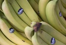 Bananas com adesivo da Fyffes em mercado no centro de Londres. 12/08/2014  REUTERS/Neil Hall