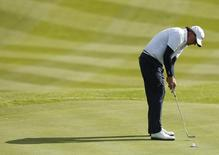 U.S. Ryder Cup player Phil Mickelson holes the match winning putt on the 18th green during his fourballs 40th Ryder Cup match at Gleneagles in Scotland September 26, 2014. REUTERS/Phil Noble