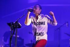 Thom Yorke durante show na Sérvia em 13 de julho de 2013.  REUTERS/Marko Djurica