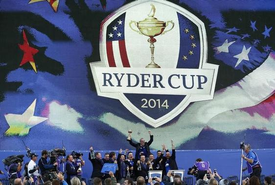 Team Europe captain Paul McGinley (back) celebrates with players during the closing ceremony of the 40th Ryder Cup at Gleneagles in Scotland September 28, 2014.  REUTERS/Russell Cheyne