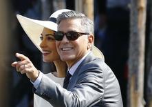 El actor de EE.UU George Clooney y su esposa Amal Alamuddin dejan el ayuntamiento de Venecia luego de formalizar su matrimonio, 29 septiembre, 2014.  El actor estadounidense George Clooney y la abogada de origen libanés Amal Alamuddin formalizaron su matrimonio en una ceremonia civil el lunes en Venecia, tras un fin de semana de celebraciones junto a estrellas de Hollywood. REUTERS/Stefano Rellandini