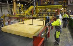 L'activité dans le secteur manufacturier en France s'est moins contractée en septembre que les mois précédents, selon les résultats définitifs de l'enquête mensuelle de Markit auprès des directeurs d'achat. /Photo d'archives/REUTERS/Philippe Wojazer