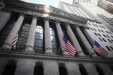Wall Street a ouvert mercredi en légère baisse en raison notamment d'inquiétudes provoquées par la détection aux Etats-Unis d'un premier cas de fièvre hémorragique Ebola. Le Dow Jones perdait à l'ouverture 0,05%, le Standard & Poor's 500 0,08% et le Nasdaq Composite 0,15%. /Photo prise le 4 2014/REUTERS/Carlo Allegri