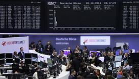 Помещение фондовой биржи во Франкфурте-на-Майне 2 октября 2014 года. Европейские фондовые рынки снижаются за счет слабых показателей производственной активности во многих регионах мира. REUTERS/Remote/Stringer