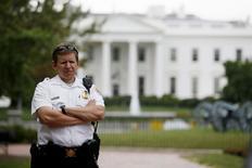 Guarda do Serviço Secreto dos EUA diante da Casa Branca. 01/10/2014 REUTERS/Jim Bourg