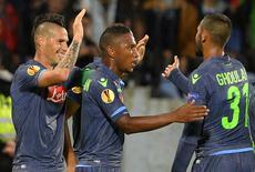 Marek Hamsik (E) comemora gol do Napoli nesta quinta-feira.  REUTERS/Radovan Stoklasa