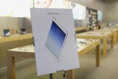 """Apple compte organiser le 16 octobre un """"événement spécial"""" durant lequel il présentera sans doute ses nouveaux iPad, rapporte le site Re/Code. /Photo d'archives/REUTERS/Stephen Lam"""