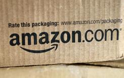 Una caja de Amazon en un mostrador en Golden, Colorado. Imagen de archivo, 27 agosto, 2014. Los reguladores de ayuda estatal de la UE abrieron el martes una investigación en profundidad sobre los acuerdos fiscales entre Amazon y Luxemburgo, diciendo que los convenios podrían haber subestimado los ingresos del minorista en línea estadounidense y haberle dado una ventaja injusta.  REUTERS/Rick Wilking