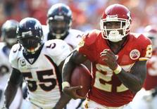 Kansas City Chiefs running back Larry Johnson breaks away from Denver Broncos defenders to score a fourth quarter touchdown during the Chiefs' win in their NFL football game at Arrowhead Stadium in Kansas City, Missouri  September 28, 2008. REUTERS/Dave Kaup