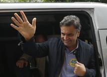O candidato do PSDB à Presidência, Aécio Neves, durante campanha em Osasco, na Grande São Paulo, em setembro. 27/09/2014 REUTERS/Paulo Whitaker
