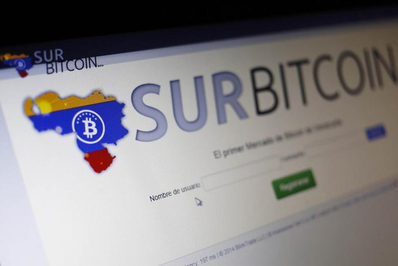 The website of bitcoin trading exchange SurBitcoin is seen on a computer in Caracas October 5, 2014.       REUTERS/Stringer