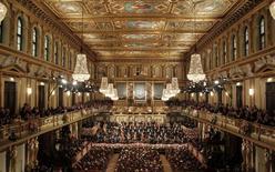 Maestro Welser-Moest conduz a Orquestra Filarmônica de Viena. 01/01/2013 REUTERS/Herwig Prammer