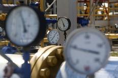 Датчики давления на газовой станции в Черновом Донце, Харковская область 5 августа 2014 года. Россия согласилась провести 21 октября в Берлине новый раунд газовых переговоров в трехстороннем формате с Украиной и Евросоюзом, сообщило Минэнерго РФ. REUTERS/Konstantin Grishin