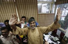 Indian children's right activist Kailash Satyarthi waves to the media at his office in New Delhi October 10, 2014. REUTERS/Adnan Abidi