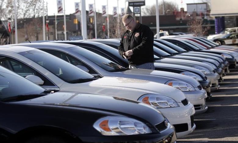 A potential customer looks at a 2009 Chevrolet Impala sedan at a car dealership in Dearborn, Michigan December 29, 2008. REUTERS/Rebecca Cook