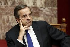 Greece's Prime Minister Antonis Samaras attends a parliament session before a confidence vote for the country's coalition government in Athens October 10, 2014.   REUTERS/Yorgos Karahalis