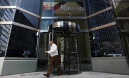 """Fitch Ratings, qui estime que les perspectives de l'économie française se sont détériorées a placé, la note """"AA+"""" IDR (issuer default rating) de la France sous surveillance négative. /Photo d'archives/REUTERS/Brendan McDermid"""