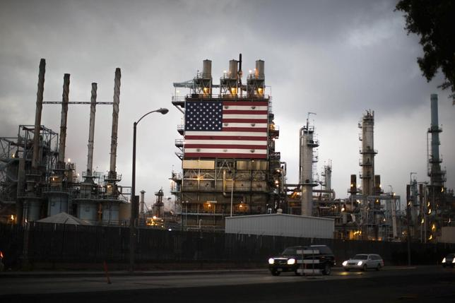 The U.S. flag is displayed at Tesoro's Los Angeles oil refinery in Los Angeles, California October 10, 2014. REUTERS/Lucy Nicholson