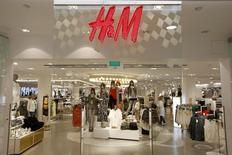 Le numéro deux mondial du prêt-à-porter Hennes & Mauritz (H&M) a vu ses ventes progresser de 8% en septembre, une évolution conforme aux attentes des analystes financiers. /Photo d'archives/REUTERS/Arnd Wiegmann