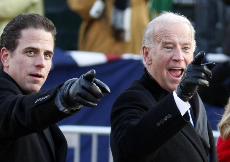 U.S. Vice President Joe Biden (R) points to some faces in the crowd with his son Hunter as they walk down Pennsylvania Avenue following the inauguration ceremony of President Barack Obama in Washington, January 20, 2009.   REUTERS/Carlos Barria