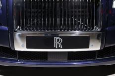 Rolls-Royce a lancé vendredi son deuxième avertissement sur ses résultats de l'année, le numéro deux mondial des moteurs d'avion estimant que la détérioration des conditions économiques rendait impossible une hausse de son bénéfice en 2015. /Photo prise le 3 octobre 2014/REUTERS/Benoît Tessier