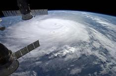 Furacão Gonzalo é visto em foto de satélite da Nasa sobre o Atlântico. 17/10/2014 REUTERS/Nasa/Alexander Gerst/Divulgação via Reuters