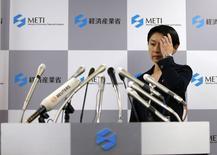 Министр торговли и промышленности Японии Юко Обути на пресс-конференции в Токио 20 октября 2014 года. Руководительницы двух ключевых министерств Японии в понедельник подали в отставку на фоне обвинений в пренебрежении избирательным законодательством. Это стало самой серьезной неудачей Синдзо Абэ на посту премьера и может помешать планам ввести новый налог и возобновить работу ядерных реакторов. REUTERS/Toru Hanai
