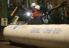 Трубы для Южного потока в цеху ОМК в Выксе 15 апреля 2014 года. Глава Словацкого трубопроводного оператора Eustream выступил против строительства трубопровода. REUTERS/Sergei Karpukhin