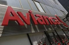 El logo de Avianca en sus oficinas de Ciudad de México, ago 27 2014. El tráfico de pasajeros de Avianca Holdings S.A, una de las mayores aerolíneas de América Latina, subió un 12,2 por ciento interanual en septiembre a 2,18 millones por la demanda sostenida de sus rutas internas en Colombia, Perú y Ecuador, informó el miércoles la compañía.  REUTERS/Henry Romero